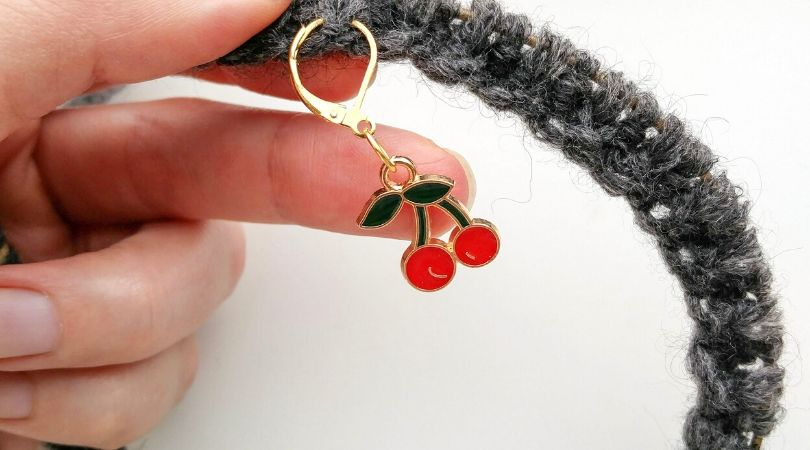 stitch marker attached on the right side of the knitwork